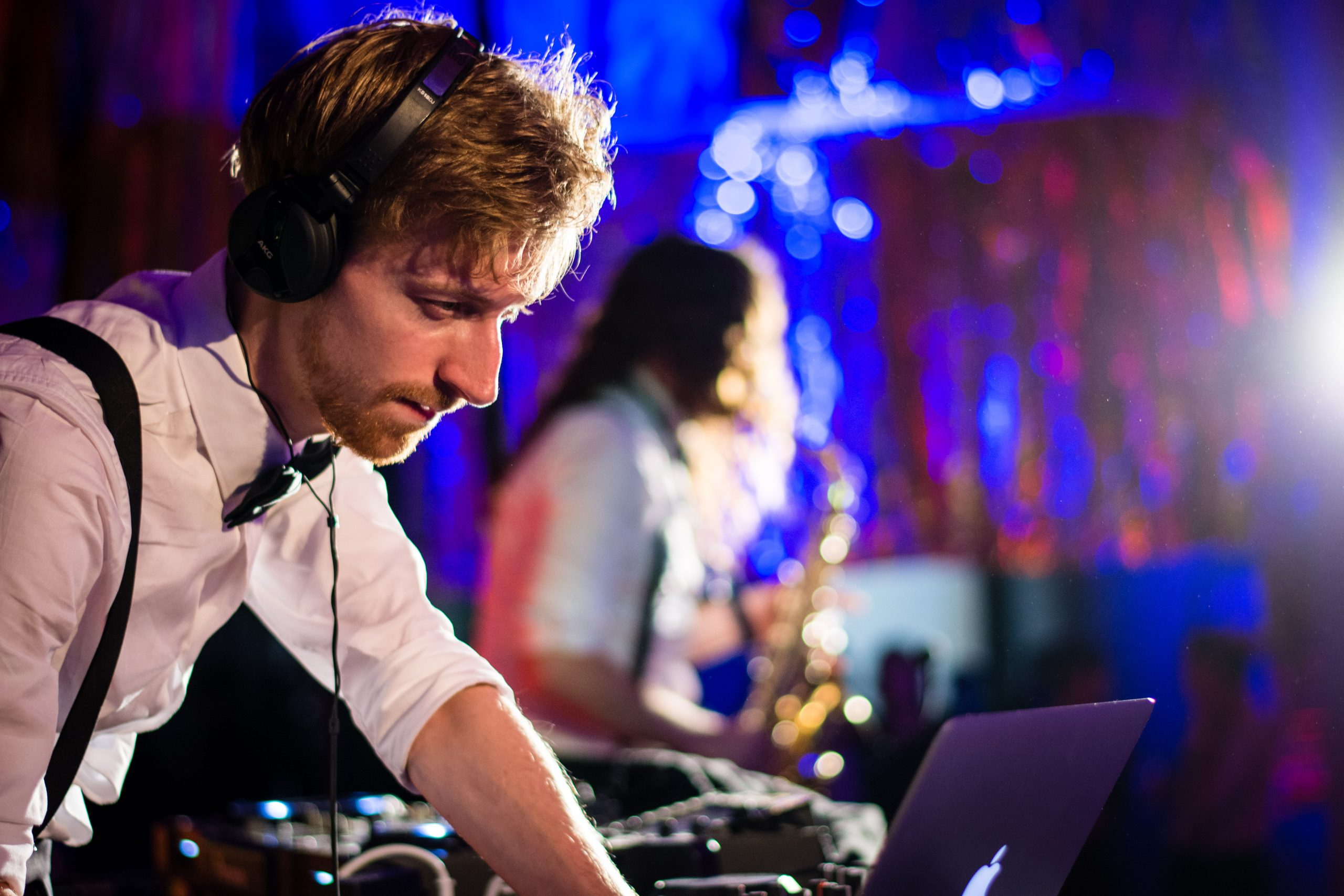 Electro Swing dj Timcat mixing with saxophone player.